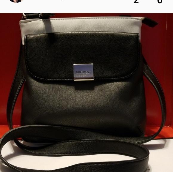 Nine West Handbags - Nine West crossbody messenger bag